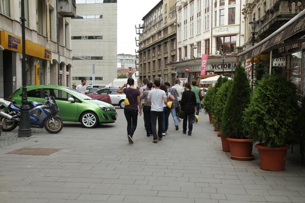 Opel-Corsa-2011-verde-in-Centrul-Vechi