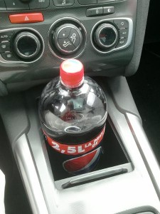Pepsi 2,5l in compartiment Citroen C4 2011