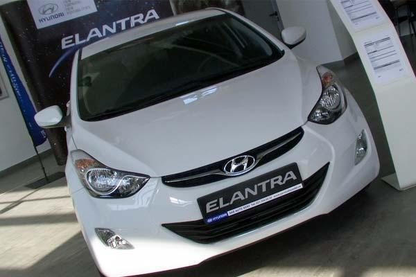 Hyundai-Elantra 2011 Highway