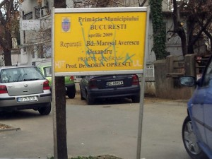 Panou cu realizarile primarului - publicitate electorala