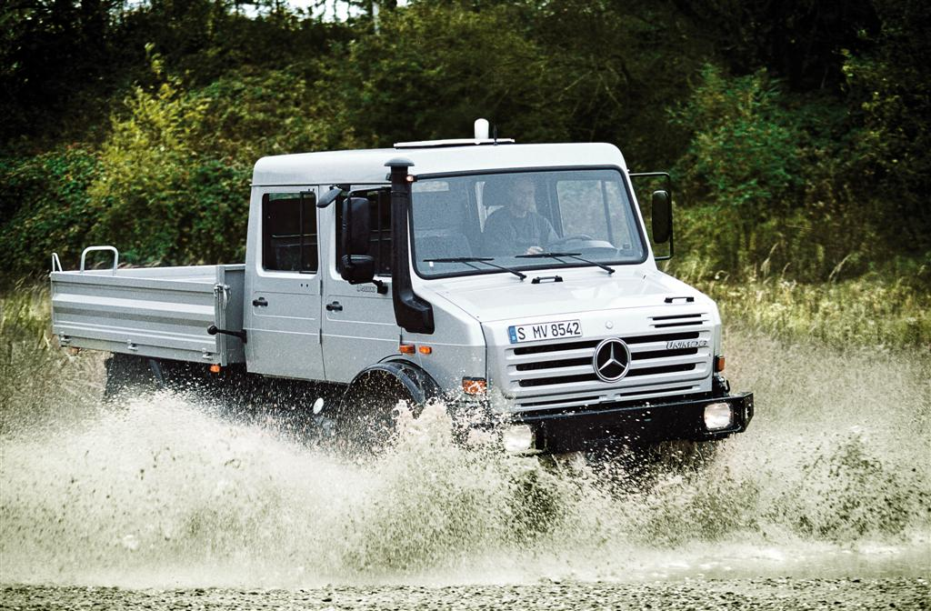 """Mercedes-Benz Unimog primeşte titlul """"Off-road Vehicle of the Year 2012"""" 
