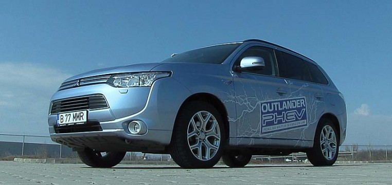 Mitsubishi-Outlander-PHEV-Invite AT