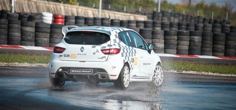 Lansare Clio R.S. 220 EDC Trophy