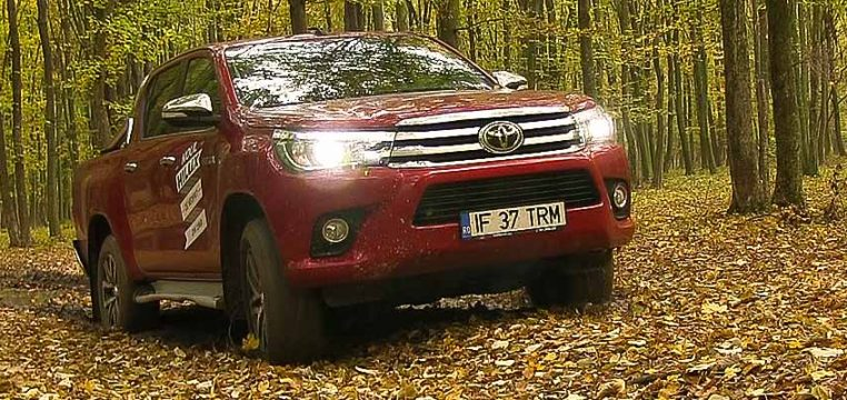 toyota-hilux-2-4l-d-4d-at6-4x4-invincible