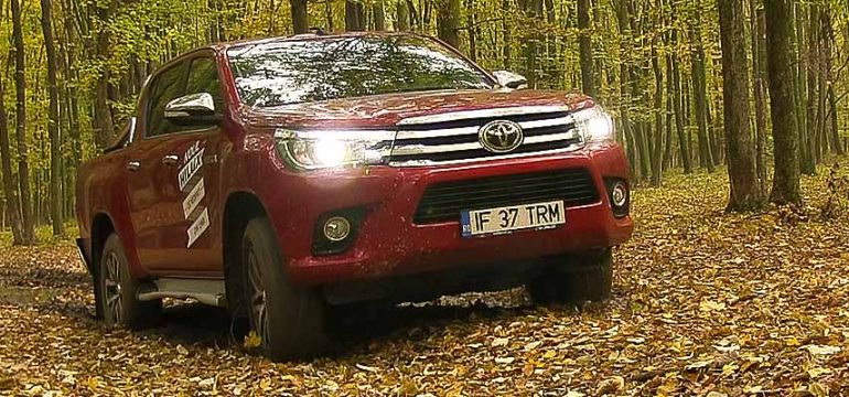Toyota Hilux 2.4l D-4D AT6 4×4 Invincible